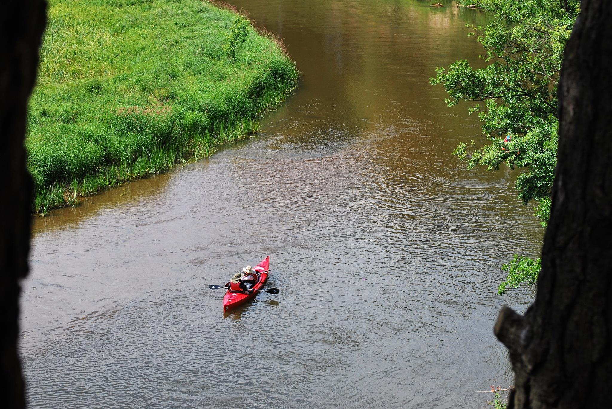 spływ kajakowy na rzece